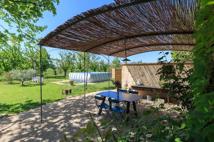 Gîte 90m2 piscine et jardin privés dans mas 18ème