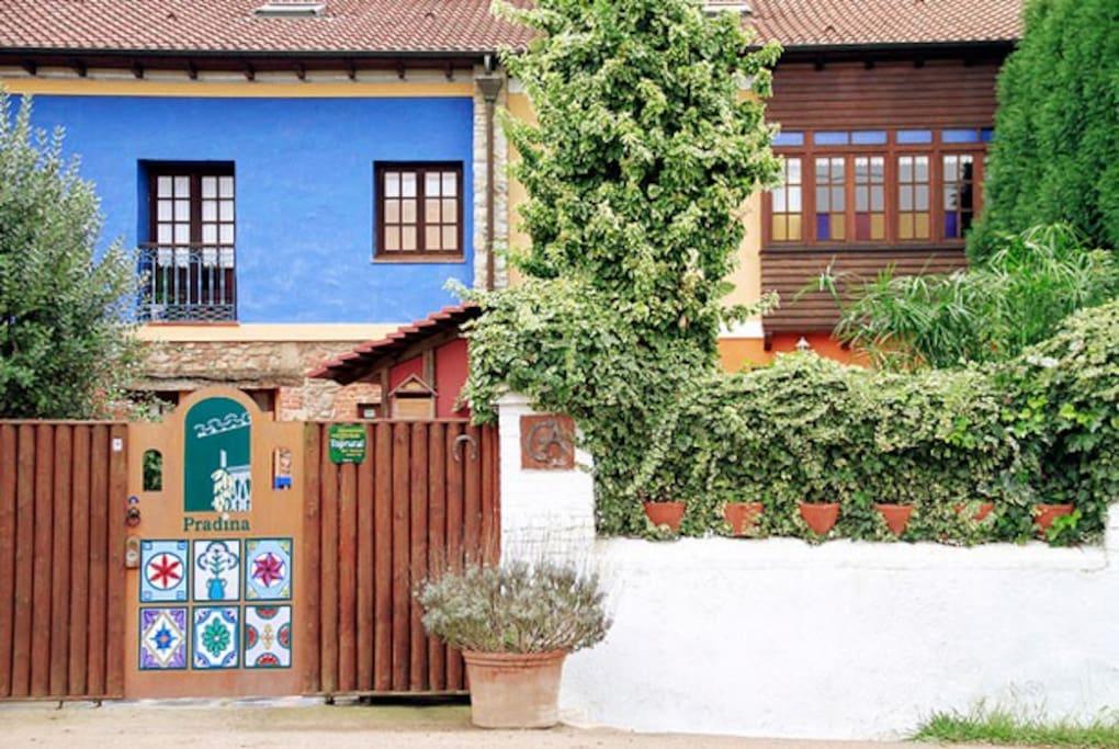 Vista desde el exterior de Casas Rurales Pradina I y II