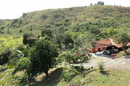 Casa de montaña con hermosas vistas - San Carlos