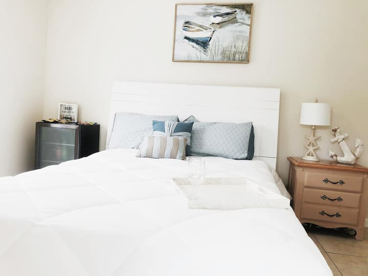 Beachy Charming Master Suite - Private Entrance