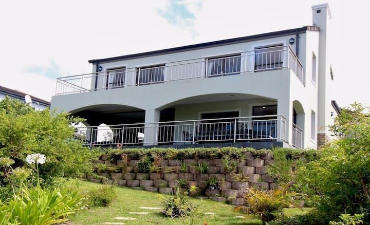 Beautiful 4 Bedroom House, Golf & Seaview & Wi-Fi