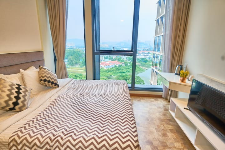Spacious Deluxe Studio near KLCC, Infinity Pool