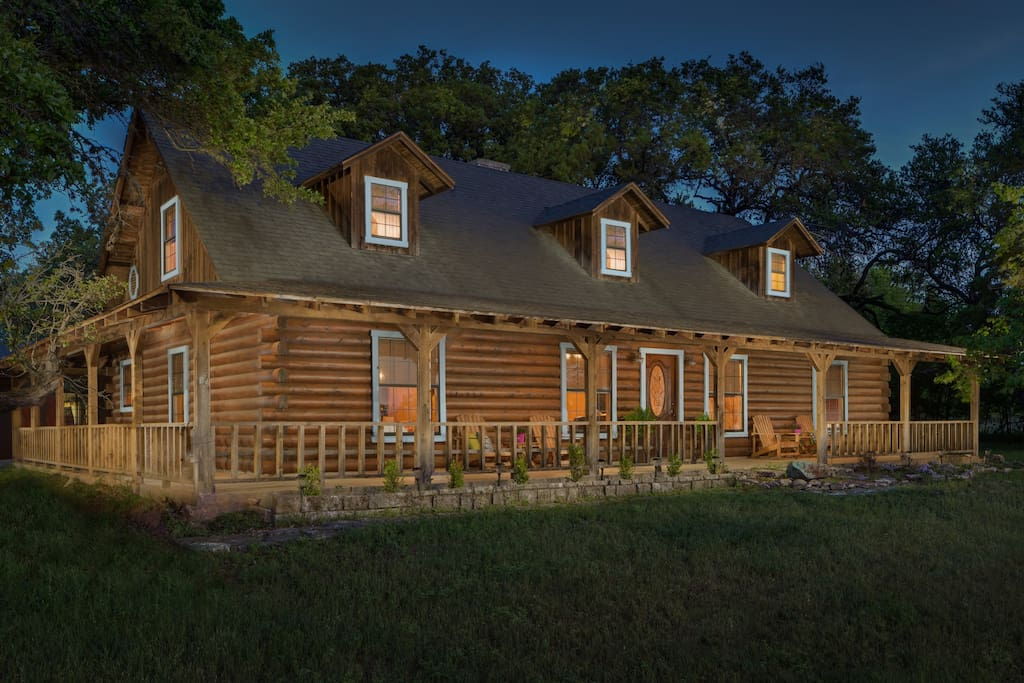 Beautiful austin log home cabins for rent in austin for Austin cabin rentals