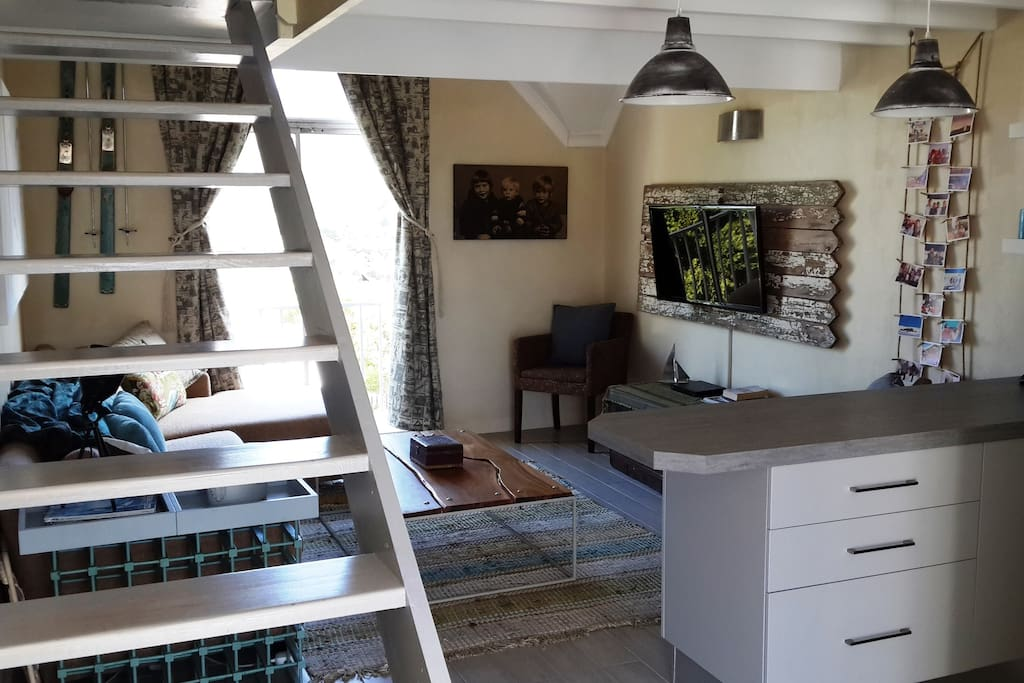 Trendy loft close to the beach apartments for rent in cape town western ca - Matelas dunlopillo trendy room 24 ...