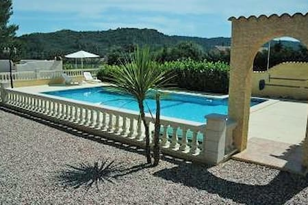 Les Ecologies Gite 1  with pool sleeps 4 - Huvila