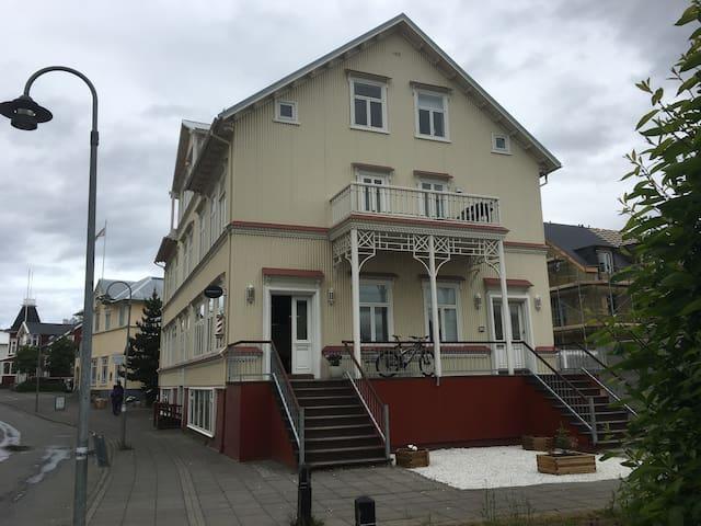 Akureyri - historic apartment in the center