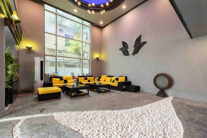荔湾区东家别墅、独栋5房带泳池设计,隔音轰趴KTV大厅、免费车位、特色装修风格