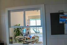 Vista del salón desde la cocina