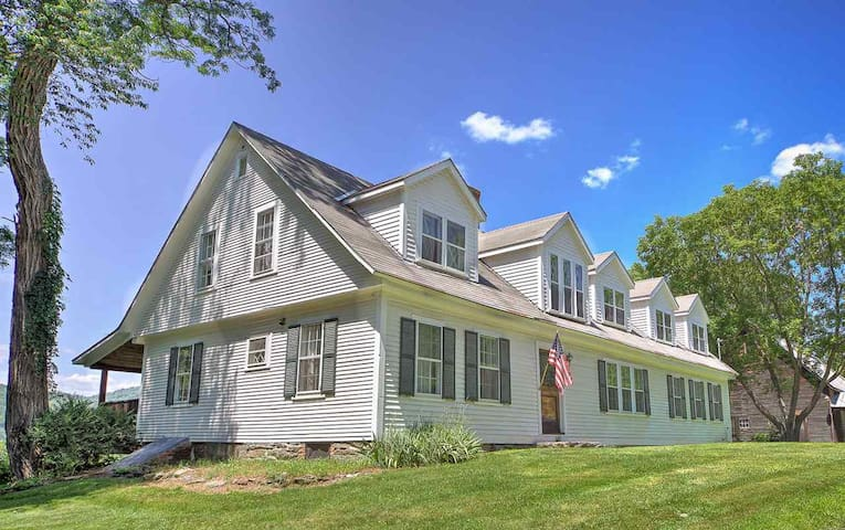 A Historic Vermont Farmhouse 1 or 2 Bedrooms