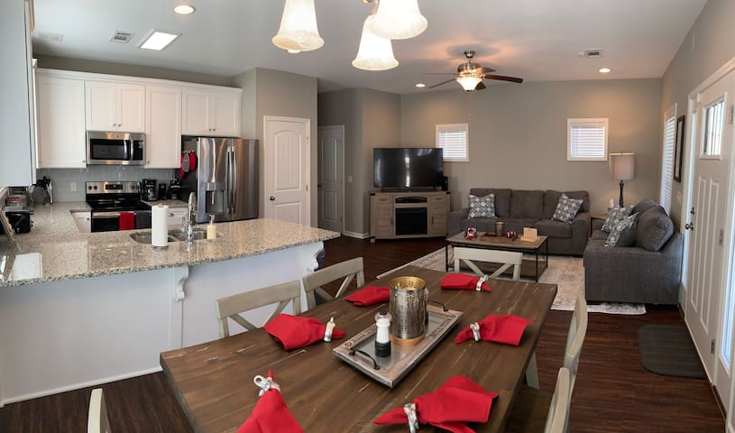 T-Town Cottage - Book for 2019 Football Season!