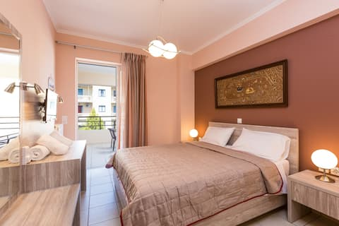 City center apartment just 300m from the beach!