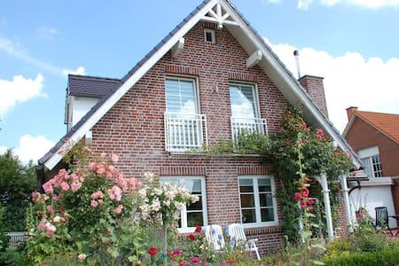 Haus Strandrose an der Ostsee - Huis