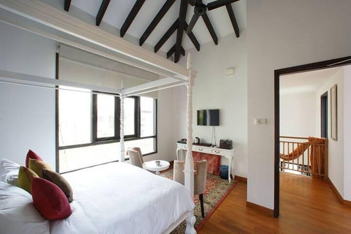 Traditional House - White Room - Singapore - Hus