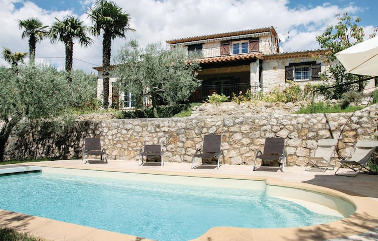 Holiday cottage with 5 bedrooms on 190 m² in Fayence