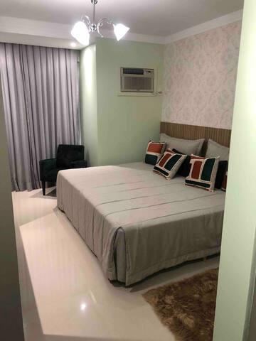 Camas de viúva com roupas de cama com altíssima qualidade, iluminação adequada para o ambiente, poltrona, cortina para blindar seu sono e todo conforto que precisa...