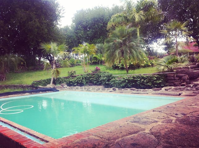 Safari House with Pool in the Bush! - Juja - Dom