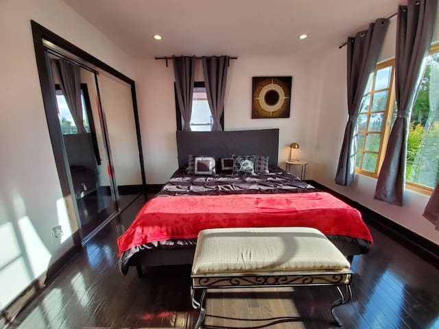 SAFE QUITE PRIVATE 5 BED BIG HOUSE LOS ANGELES CA