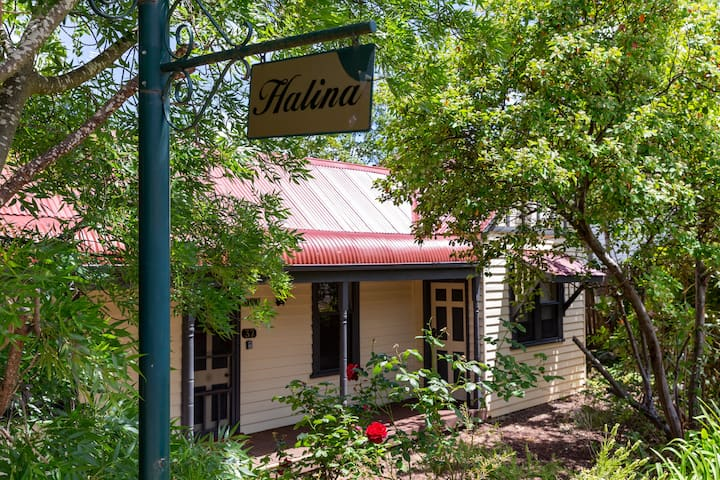 Halina ~ Daylesford ~ SLEEPS 12!