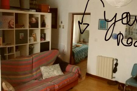 Colorful room 20 min away from city center! - Entire Floor