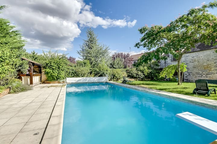 Gorgeous house with a swimming pool - Saint-Germain-sur-École - House