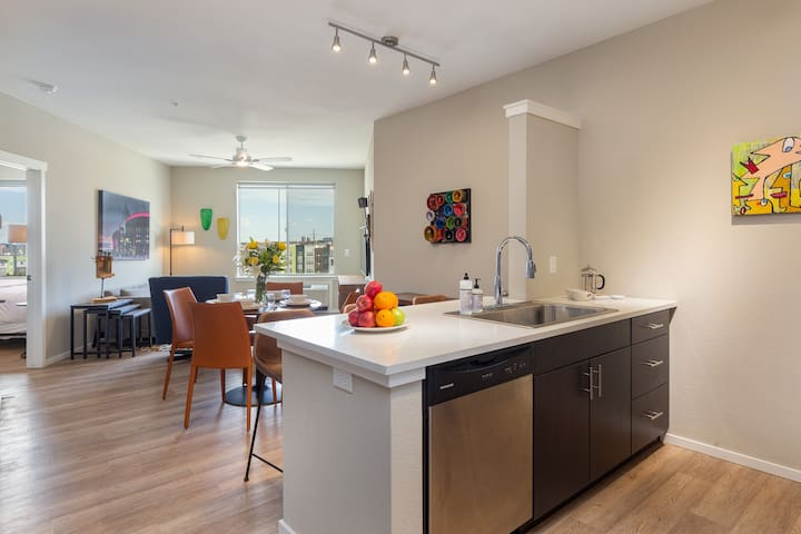 MASSIVE LoHi digs City Views w/ 2 King Beds ★★★★★