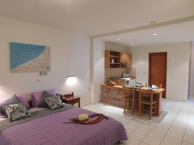 Double room (King Size Bed) is a wonderful room for couples enjoying a holiday in Hersonisos