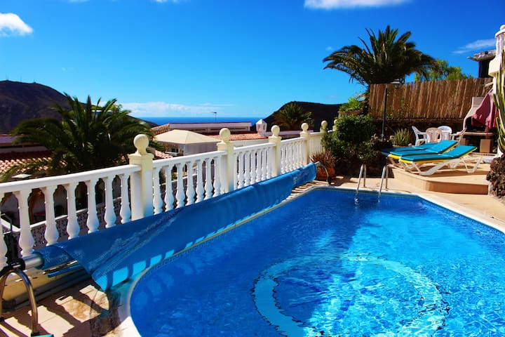 Calle La Punta- lovely 3 bed & private pool & wifi
