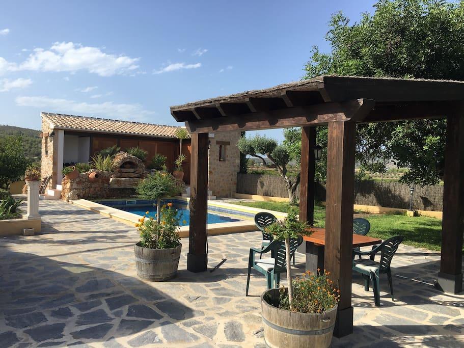 Finca benima apartamento piscina y jard n 2 4p villas for Finca villa jardin piedecuesta