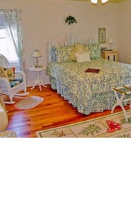 B and B Week Day Special $99 - Lexington
