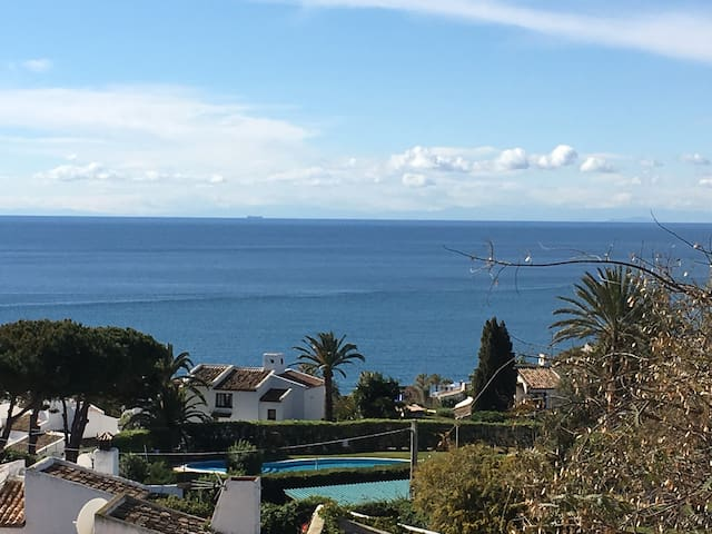 Splendide appart. climatisé avec terrasse vue mer.