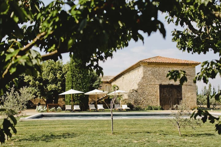 Historical luxury farm house in Provence
