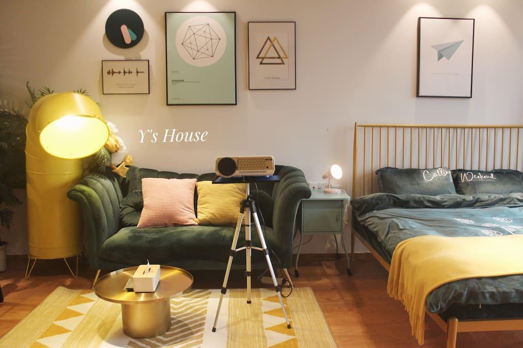 摩登范儿十足的客厅,管道灯为设计师定制作品,全世界仅此一盏。