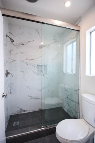 Tile & Glass Showers