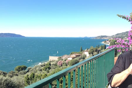 Apartment with great seaview and private beach - Gargnano