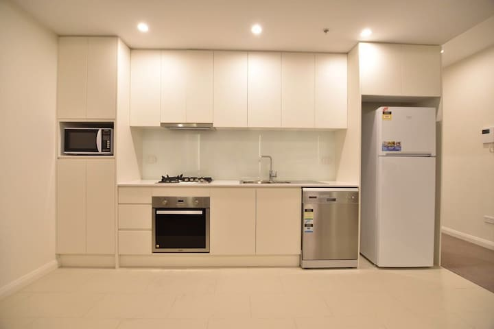 Brand new Apartment near Airport and CBD