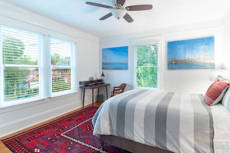 Charming Apartment in Downtown Historic Duckpond