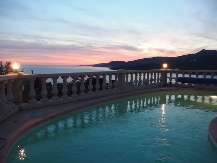 Superbe villa climatisée, piscine, vue mer/montagn