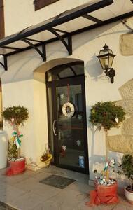 Camere luminose adatte a coppie o famiglie - Villa di Villa