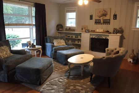 Charming room in Forest Acres area of Columbia