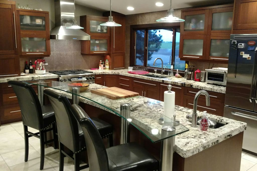 Luxury by the gorge houses for rent in quincy for Perfect kitchens quincy