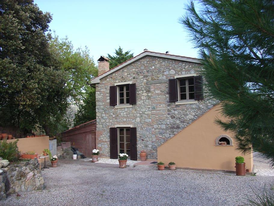 romantische ferienwohnung toscanisches landhaus appartements louer rosignano marittimo. Black Bedroom Furniture Sets. Home Design Ideas
