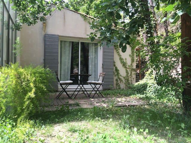 Studio sur jardin - Le Chaffaut-Saint-Jurson - บ้าน
