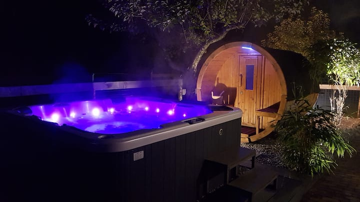 Ultimate luxury rental, private space with jacuzzi