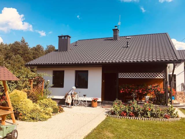 Uroczy domek z dala od miasta  :)