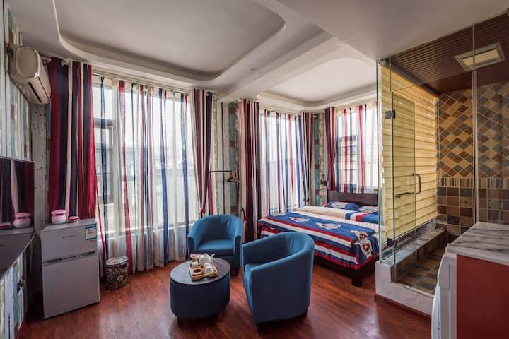 大理古城棉花糖美式复古大床房(洗衣机,空调,羽绒被,天然橡胶床垫,冰箱,电马桶)