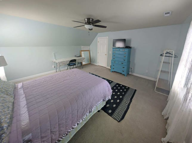 Large room in House on very quiet Cul-de-Sac
