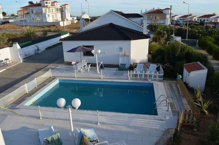 Villa 5 rooms with swimming pool. Ericeira - Santo Isidoro - House