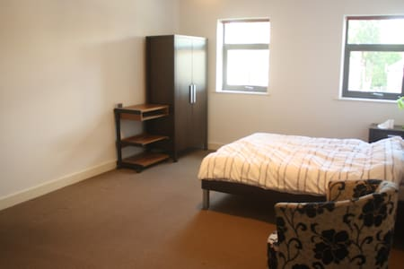Spacious ensuite near train station - Manchester - Pis