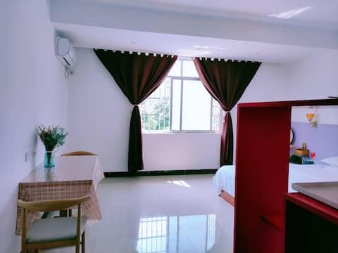 East Apartment - Peninsula Park Simple Stylish Self-Help Short Term Rental Apartment 305