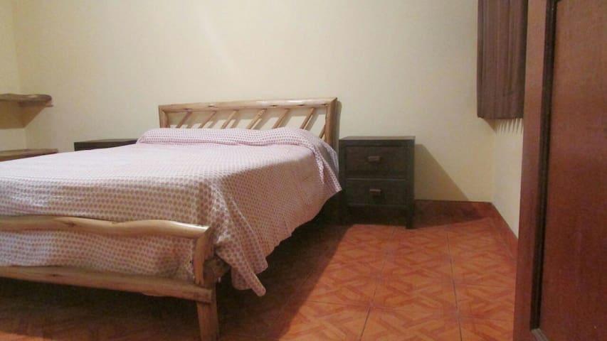Dormitorio buena ubicación cerca a CC Comercial